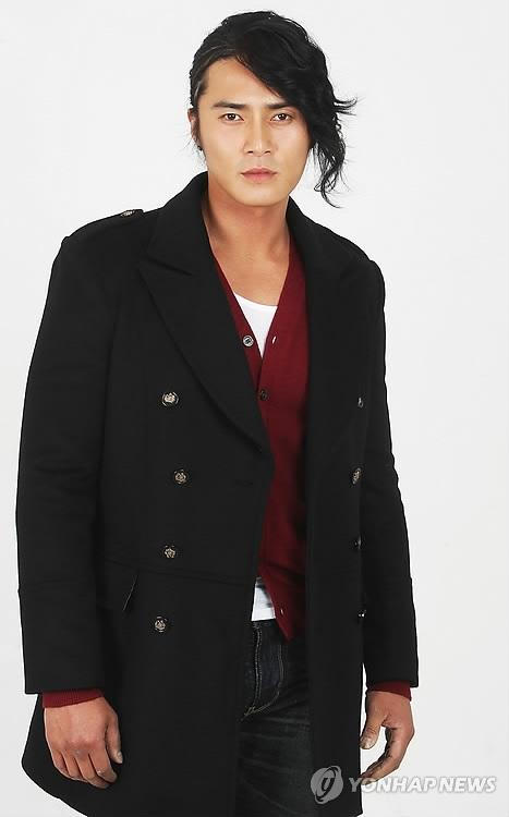 http://www.spcnet.tv/thumbnail.php?img=http://s3.amazonaws.com/spcnet-images/images/actors/Dong-Hyuk-Jo-50bcd9a3d4ea3-674.jpg&width=500&height=800