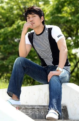 http://www.spcnet.tv/thumbnail.php?img=http://s3.amazonaws.com/spcnet-images/images/actors/Pil-Mo-Lee-4ada25a1580d7-3235.jpg&width=500&height=800